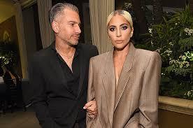 Экстравагантная певица Леди Гага объявила о своей помолвке